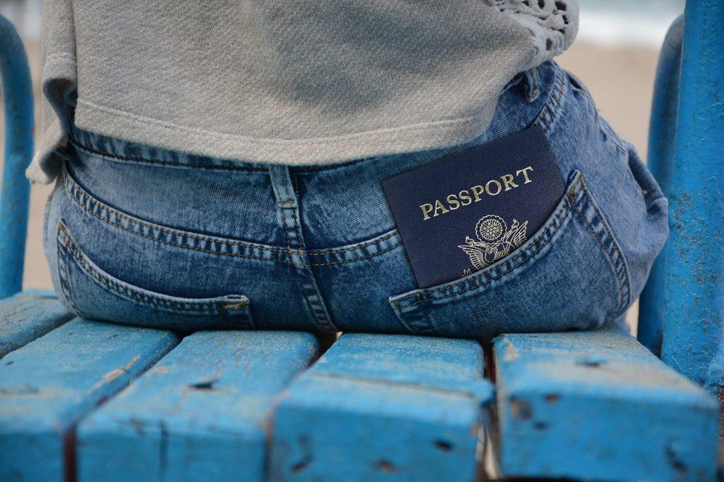 passaporto in tasca