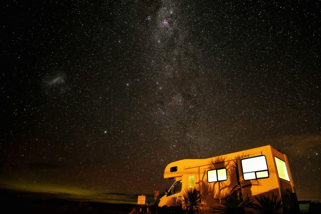 camper sotto le stelle